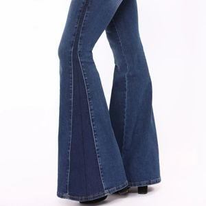 💕NWT💕 Stay Groovin Bell Bottom Jeans, Size Large